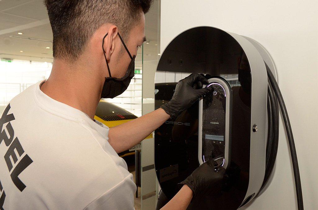 XPEL防護膜採用獨家的鋅離子抑菌Zinc Ion Technology,能夠有...