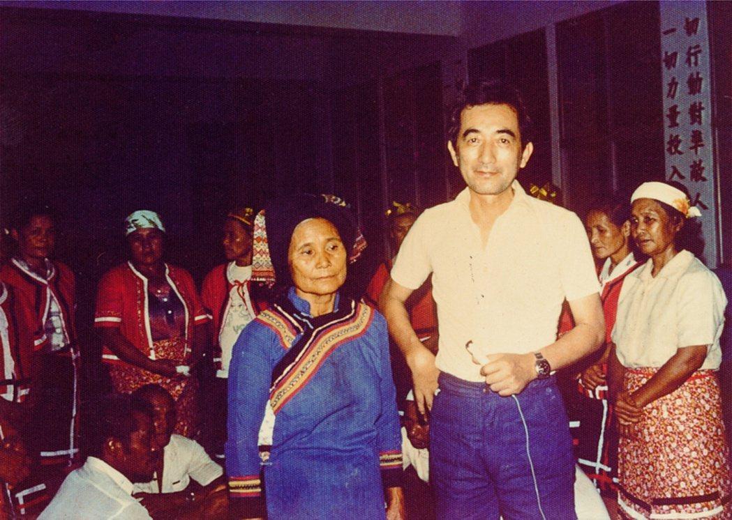 許常惠1978年在臺東縣卓溪鄉訪布農族。 圖/國立傳統藝術中心