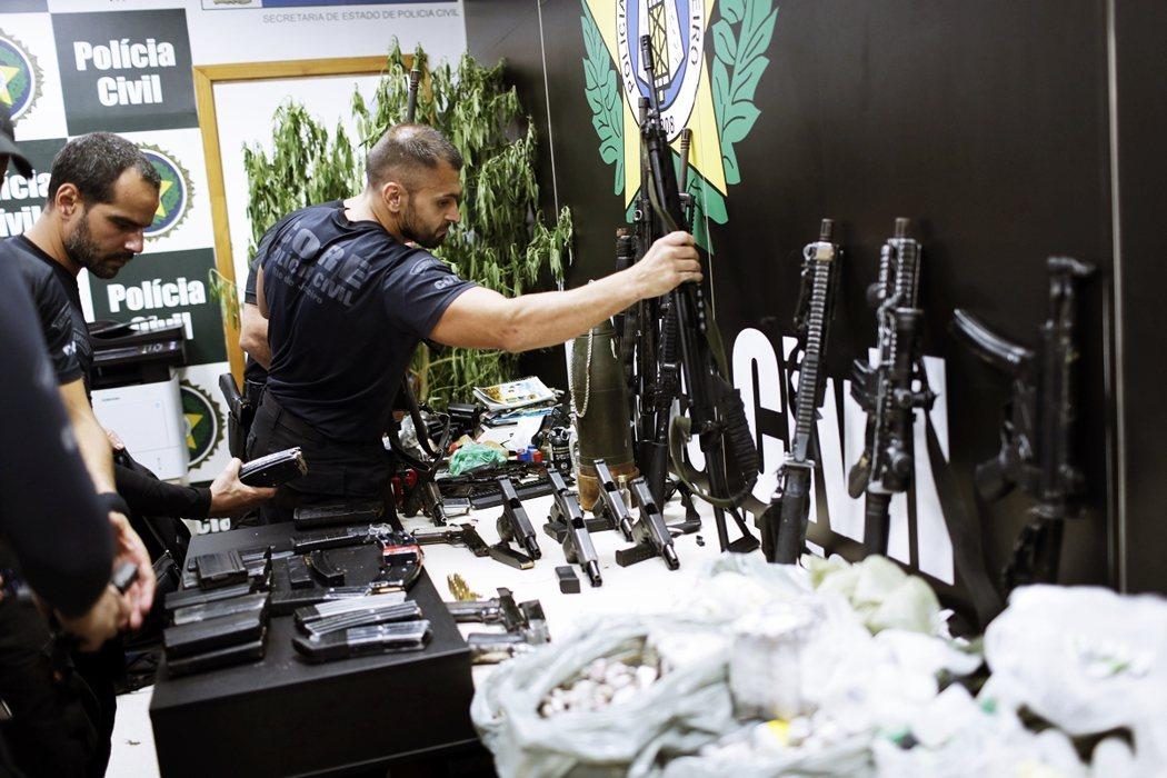 儘管從警方角度來看,本次繳清毒梟帶回大批戰功,但在巴西媒體的報導中,里約6日的警...