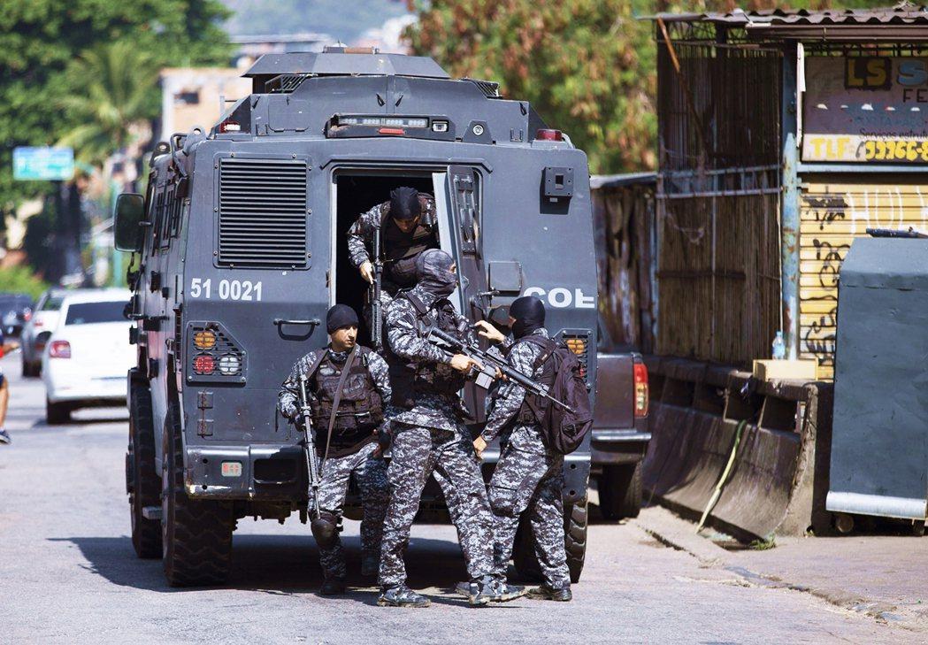 本次清剿毒販的原因,是因為「賈卡雷齊紐的黑幫由21名武裝成年人所領導...他們訓...