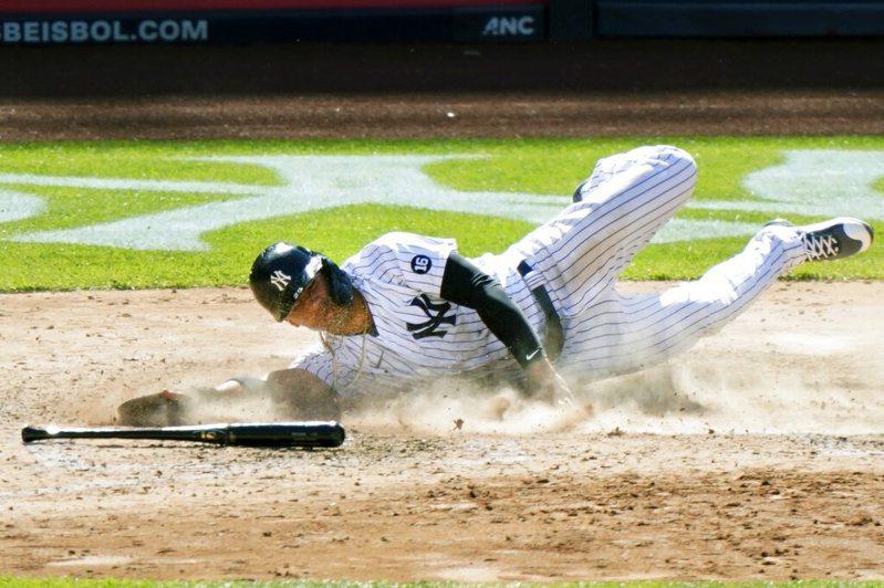 洋基明星游擊手托瑞斯(Gleyber Torres)上演神奇跑壘。 美聯社。