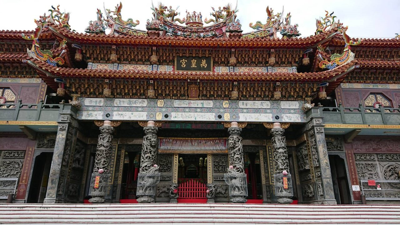 台南市南區萬皇宮是喜樹庄頭的信仰中心,也是遊客必拜景點。 圖/鄭惠仁 攝影