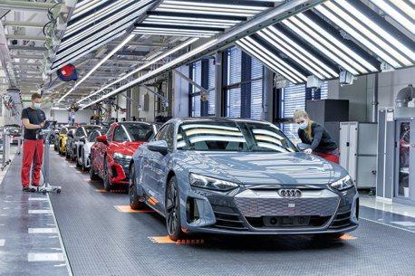 影/歐規純電跑車Audi e-tron GT與RS e-tron GT開始交車!