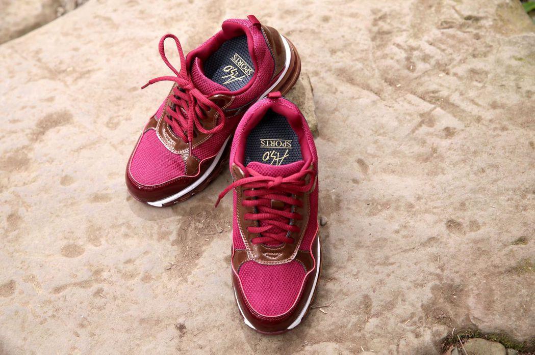 走路運動興起,帶動客製化鞋具需求抬頭,民眾可尋求專業的步態檢測來幫助挑選鞋具並調...