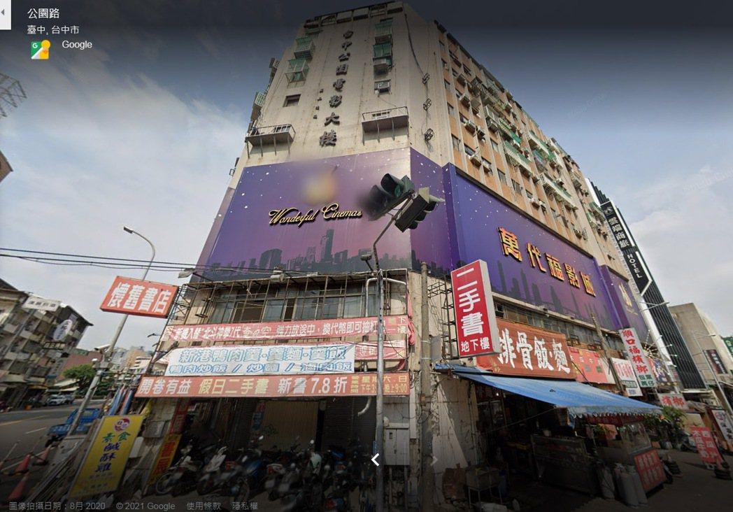 台中中區萬代福電影城地下室近日求售。 圖/截自GoogleMap