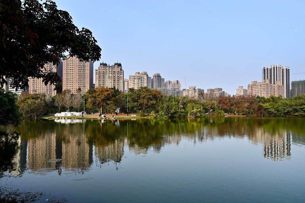 美術館特區公園面積是大安森林公園1.6倍,區段擁有便捷生活機能是高雄指標豪宅聚落...
