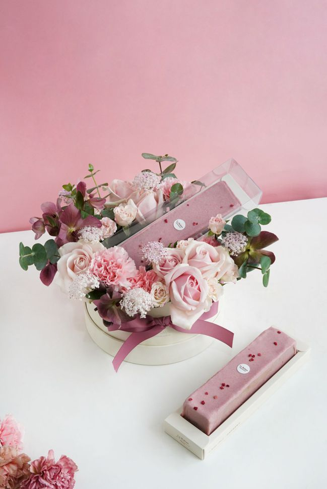 粉彩花園-中白圓蛋糕花禮。  圖/Talter Taiwan提供