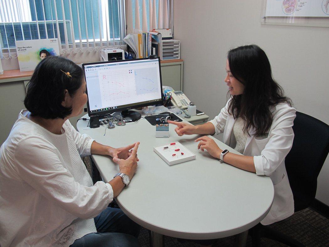 歡迎民眾預約免費聽力檢查及助聽器試戴。 虹韻助聽器/提供