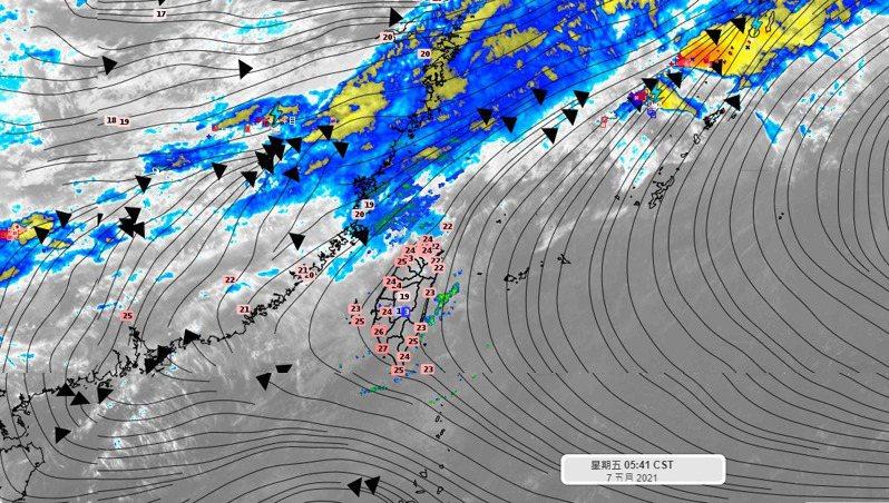 穩定的偏南風勢力影響,要留意開始有午後熱對流發展的機會。未來7-10天鋒面位置都在台灣北方,受到高壓勢力阻擋下不來。圖/取自臉書粉專「氣象達人彭啟明」