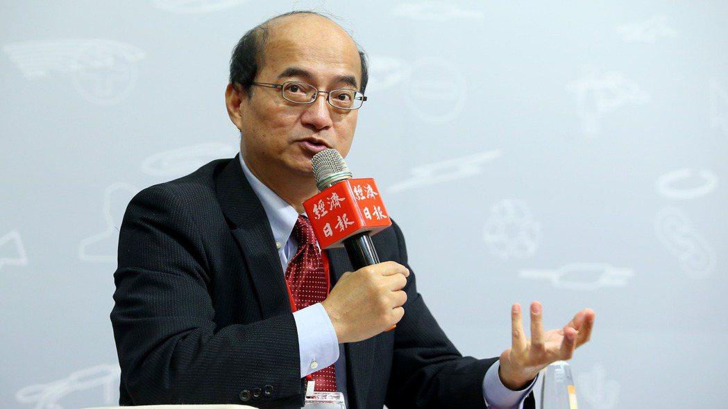 中央銀行理事、台經院院長張建一接受彭博資訊專訪,指台幣政策面臨「轉捩點」。圖為他...