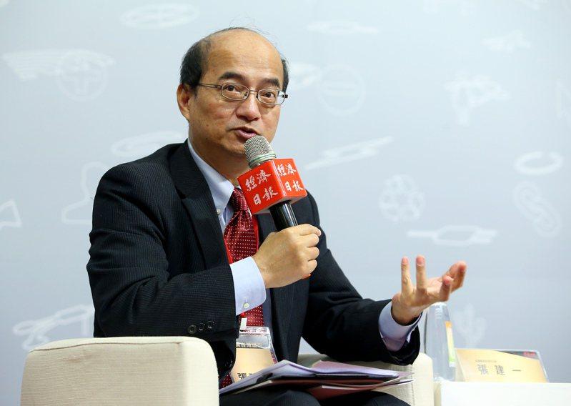 中央銀行理事、台經院院長張建一接受彭博資訊專訪,指台幣政策面臨「轉捩點」。圖為他在2019年參與投資台灣論壇資料照片。(本報系資料照)