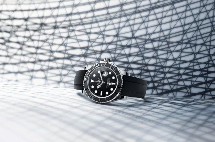 42毫米的Yacht-Master白色黃金腕表搭配橡膠表帶款訂價約95萬8,00...