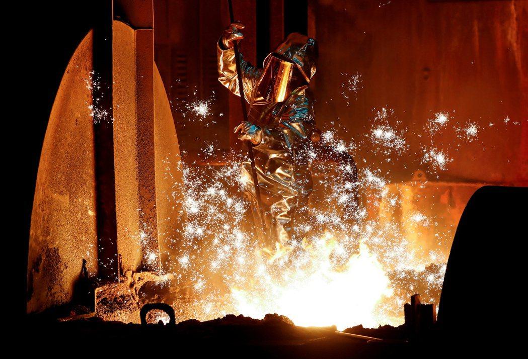 分析師警告鋼鐵價格和鋼鐵股正在吹泡泡。路透