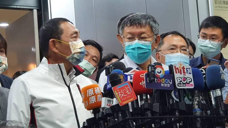 台北市長柯文哲上午與新北市長侯友宜(左)同台,出席2025雙北世界壯年運動會組織委員會成立大會。記者楊正海/攝影