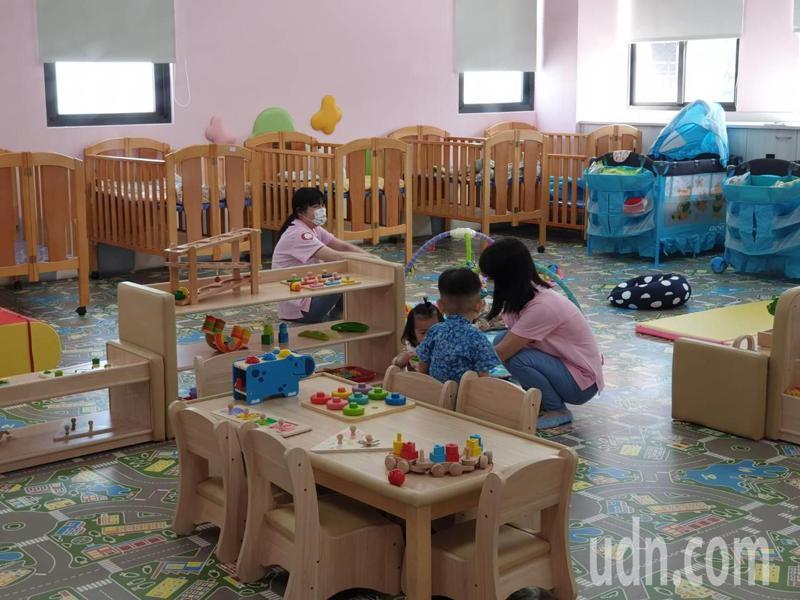 金門縣西半島第一家公辦民營托嬰中心正式成立,裡面的設施相當溫馨新穎。記者蔡家蓁/攝影