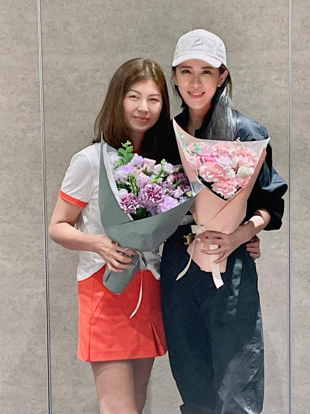 小禎與媽媽秀秀歡度母親節。圖/摘自臉書