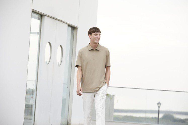 UNIQLO男裝AIRism POLO衫790元。圖/UNIQLO提供
