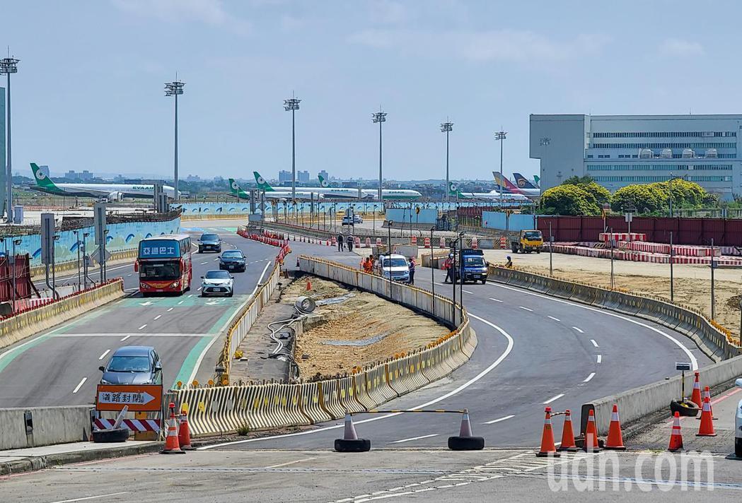 為因應第三航廈土建工程動工,桃園機場道路動線五月將進行調整,動線將在五月下旬完成...