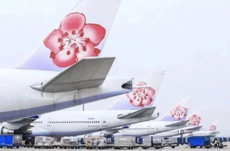 華航說,相關細節正在與指揮中心確認,會依照人力調整航班,不會全面停飛,調度航班以貨運航線為優先。圖/聯合報系資料照