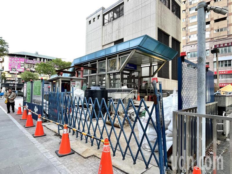 江子翠站3號出入口預計10月底改善完成。記者王敏旭/攝影