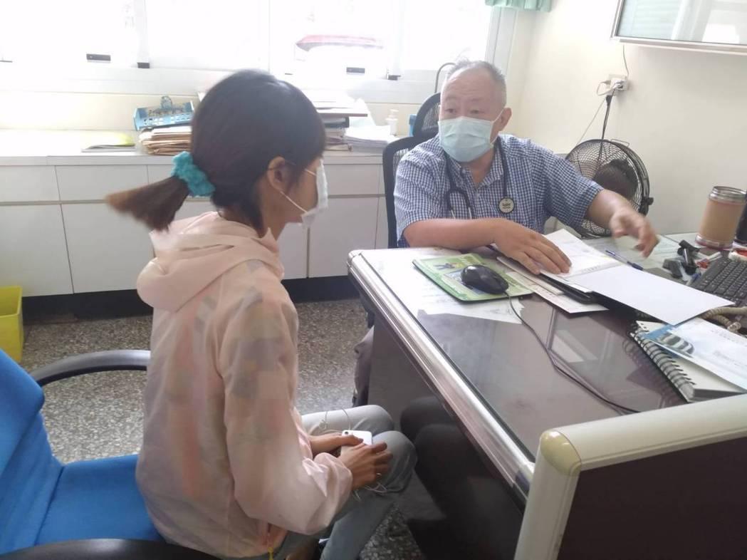 衛生局說,民眾施打疫苗前,最好先請教醫師或了解施打的流程後,踴躍預約施打。記者蔡...