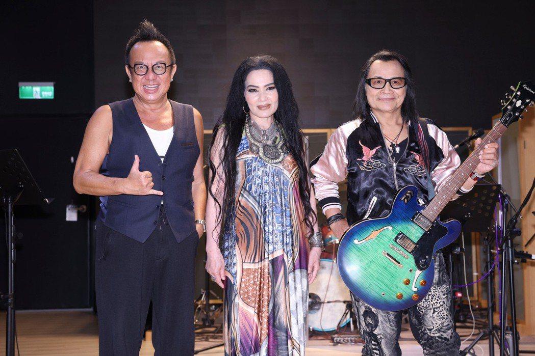 黃大煒(左起)、潘越雲和沈文程今為「BACK TO 70'S西洋金曲演唱會」進行