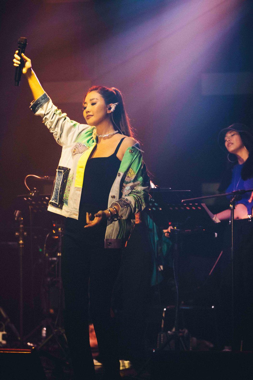 A-Lin首唱新歌「Romadiw」獻鐵粉。圖/众悅娛樂提供