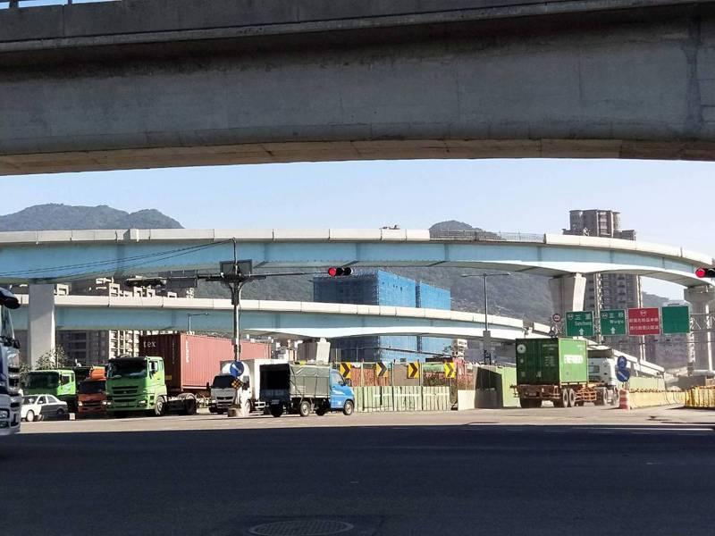 公路總局規劃施作台64線銜接台61線的南向匝道工程,最快年底施作。記者江婉儀/攝影
