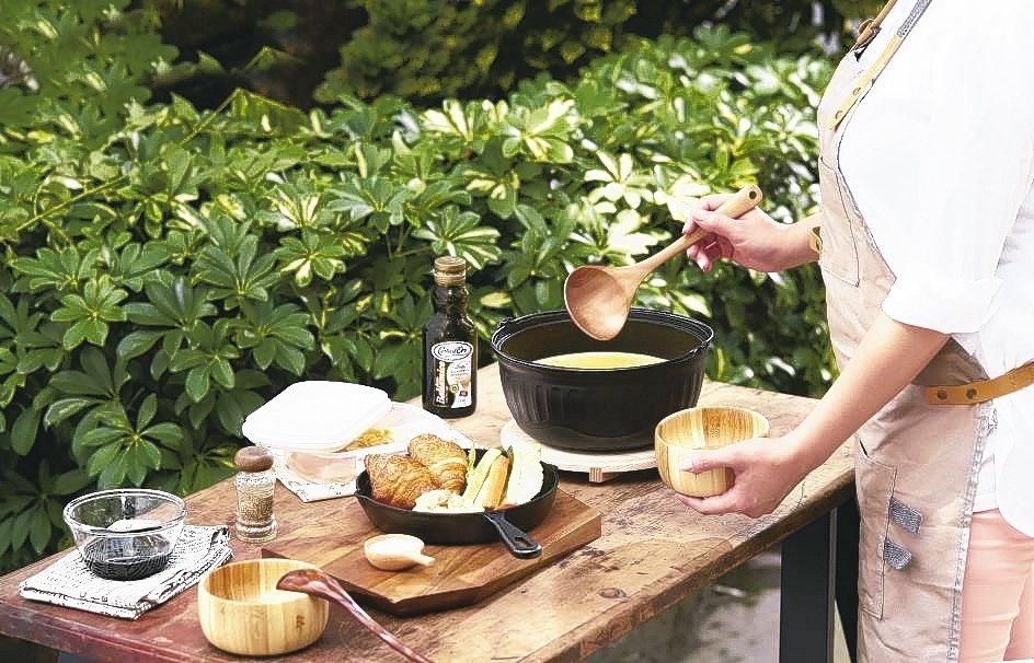 大古鑄鐵長期熱銷的「樂烹鍋」與平底煎鍋,是煮婦煮夫神隊友。業者/提供