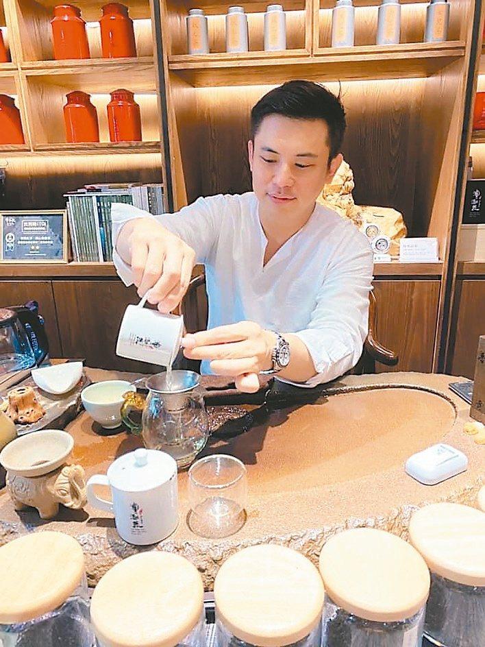 澧瀜號創辦人鄭旭騰表示,首批「金萱春茶」開始販售。澧瀜號/提供