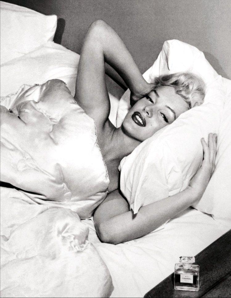 瑪麗蓮夢露只穿N°5入睡。圖/香奈兒提供