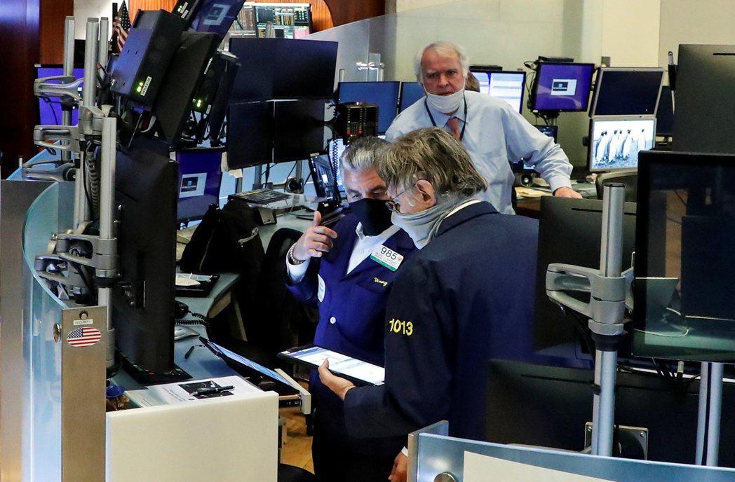非農就業數據不如預期,但聯準會退場壓力頓時減輕,美股7日早盤在科技股帶動下全面上...