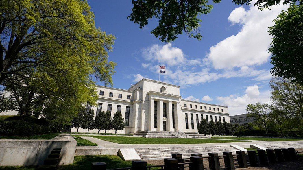 美國聯準會警告若風險胃納下降,資產價格可能大幅下跌。(路透)