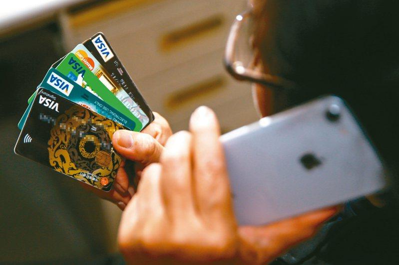 華南銀行推行行動措施,如信用卡與行動支付等優惠,讓民眾防疫又享優惠。圖/聯合報系資料照片