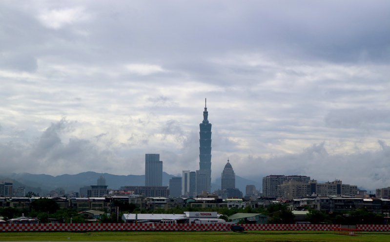 除了在5月1日及3日安排25名國人搭乘日本航空經東京返台外,昨天再度安排41位國人搭乘日航班機,預訂於今天中午返抵台北。圖為台北松山機場。報系資料照