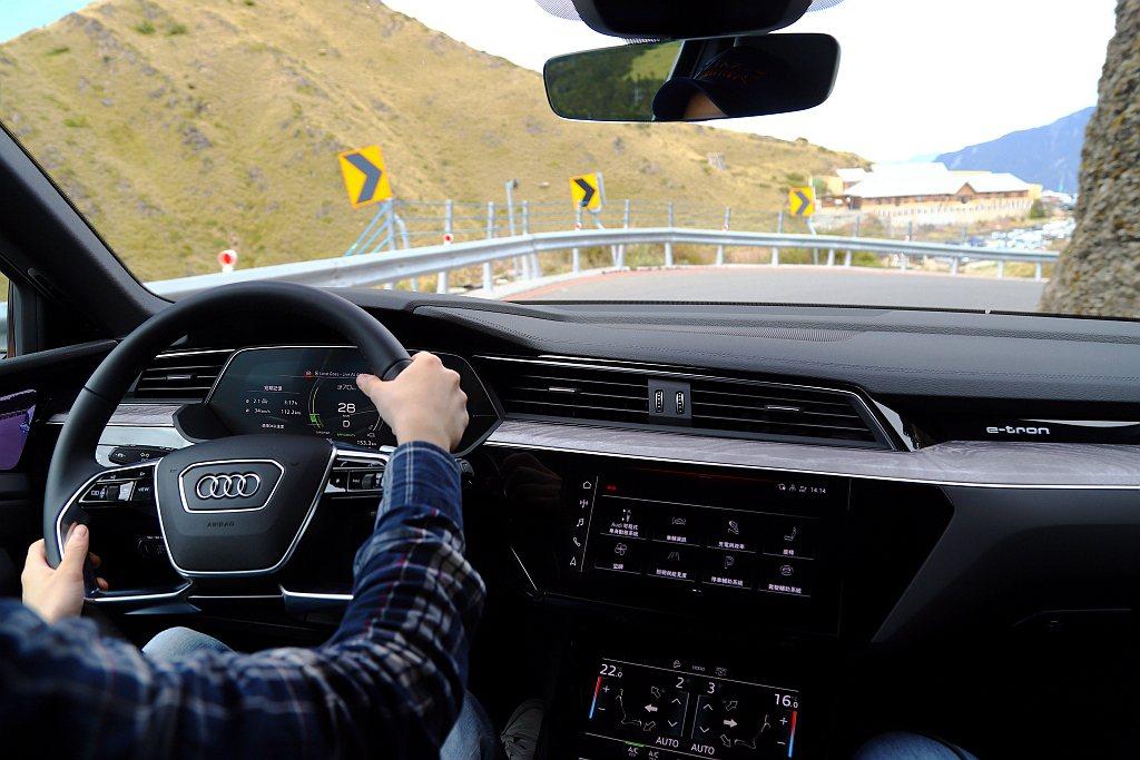 東西橫貫公路壯遊挑戰,以目前具備電動車產品線的車廠來說還是第一次,且到了「武嶺」...
