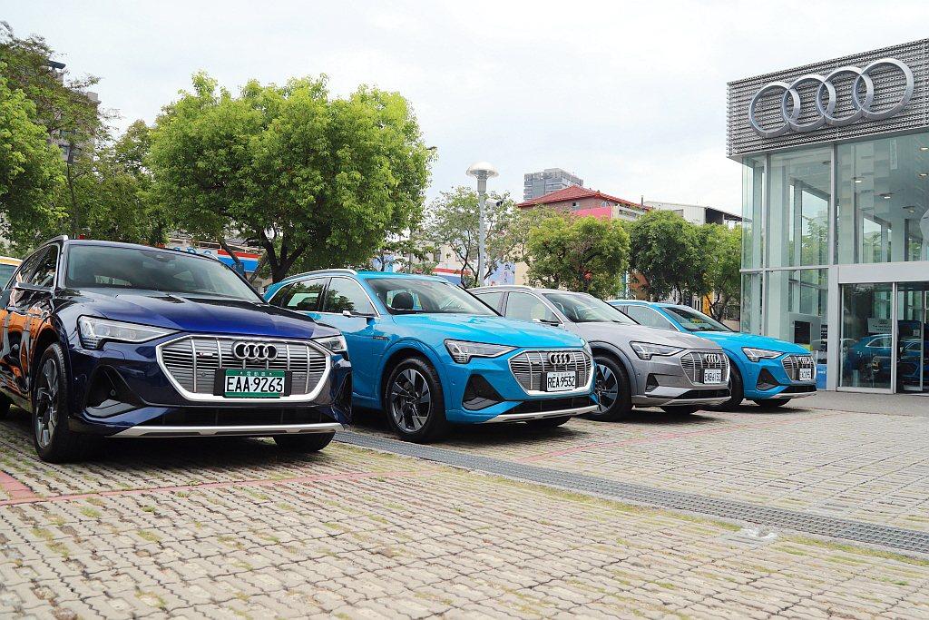 出發前Audi e-tron 55 quattro為滿電狀態,且車輛里程監控中的...