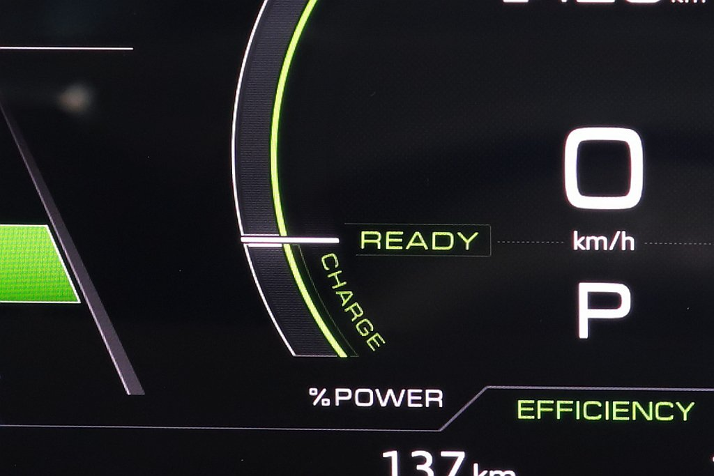 Audi e-tron配置三段可調動能回收系統,可以利用下坡路段慢慢地替電池補充...