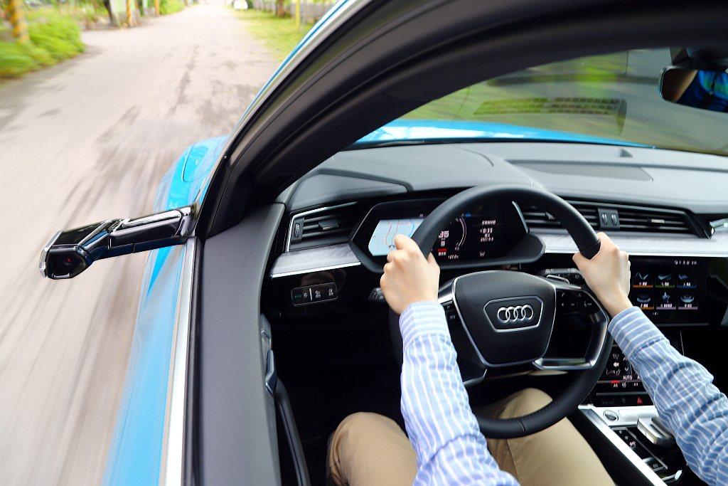 Audi的全數位虛擬座艙在全數位虛擬後視鏡加入後,可說是達到最完整的狀態。 記者...