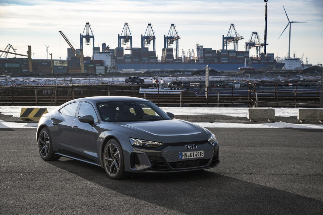 四環品牌全新純電跑車e-tron GT目前已可透過Audi Taiwan官網進行...