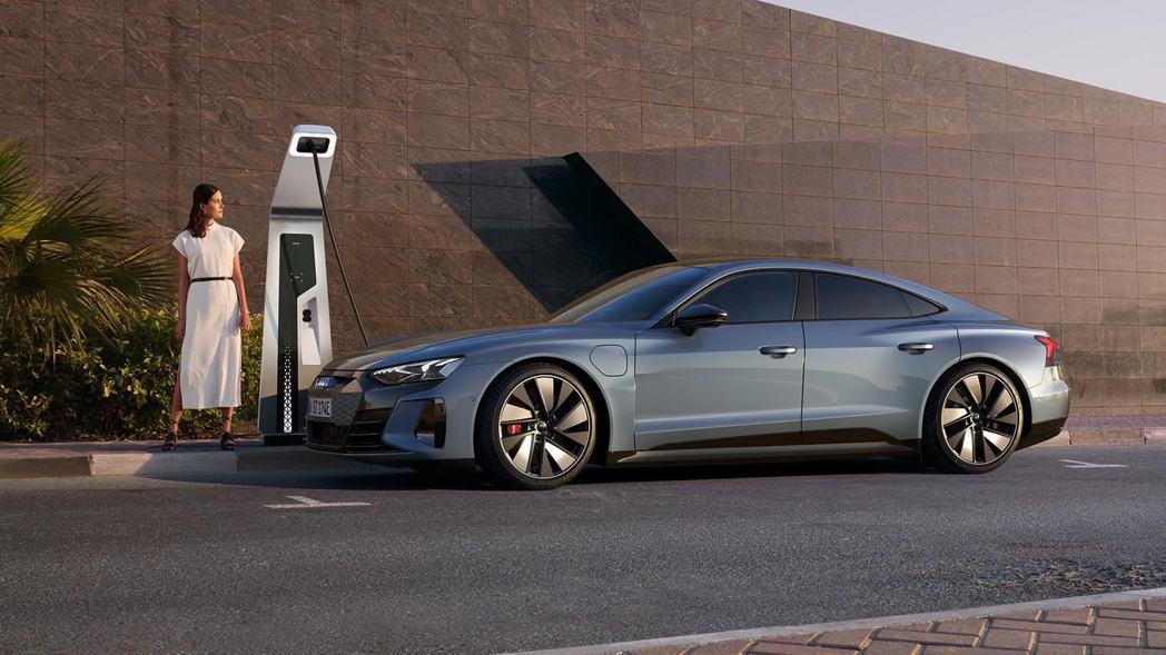 Audi e-tron GT quattro與RS e-tron GT可透過27...