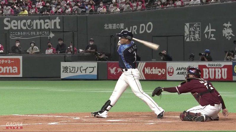 王柏融對戰田中將大3打席敲出兩支二壘打,本季首打點也開張。 截圖自影片