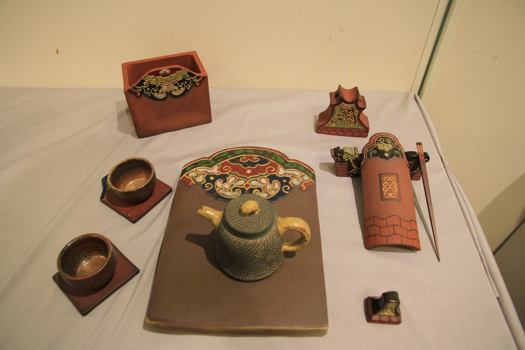 元培茶陶碩班林冠瑩的畢業作品「紅磚拾情」作品已有人下訂收藏。 元培/提供