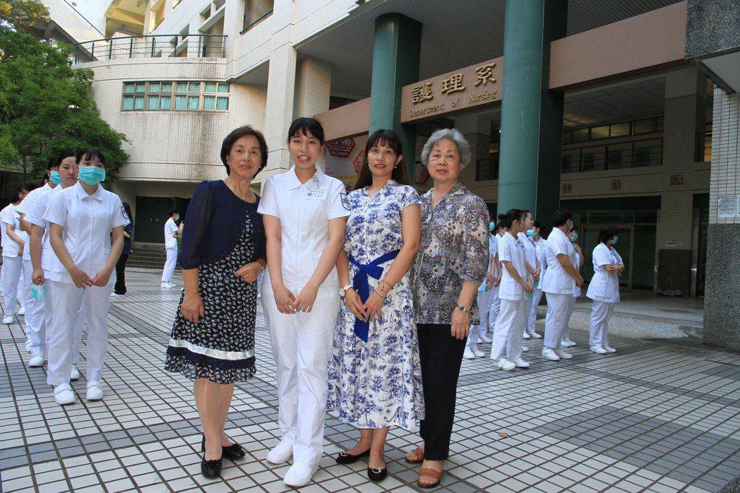 護理系加冠生致詞代表許銘珊的家人出席表達支持。 元培/提供