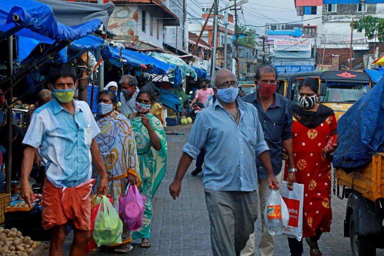 印度衛生當局今天通報,境內過去24小時新增4187人死於2019冠狀病毒疾病(C...