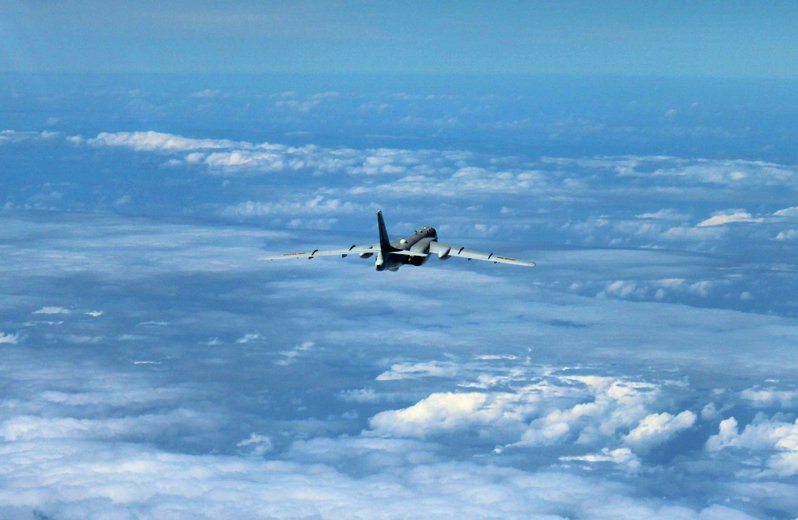 中國大陸軍機近幾個月頻頻侵擾台灣西南防空識別區,共軍機隊包括圖中這種轟6K戰機。圖為檔案照。 美聯社