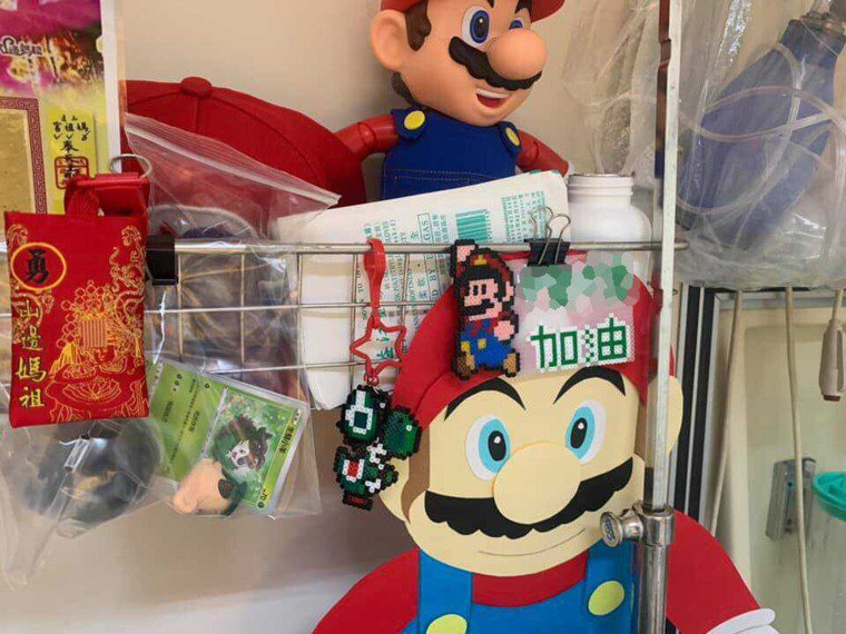 黃童父親感謝各界寄送的平安符、壓轎金、瑪力歐玩具等,還有人專程送營養品過來。圖/...