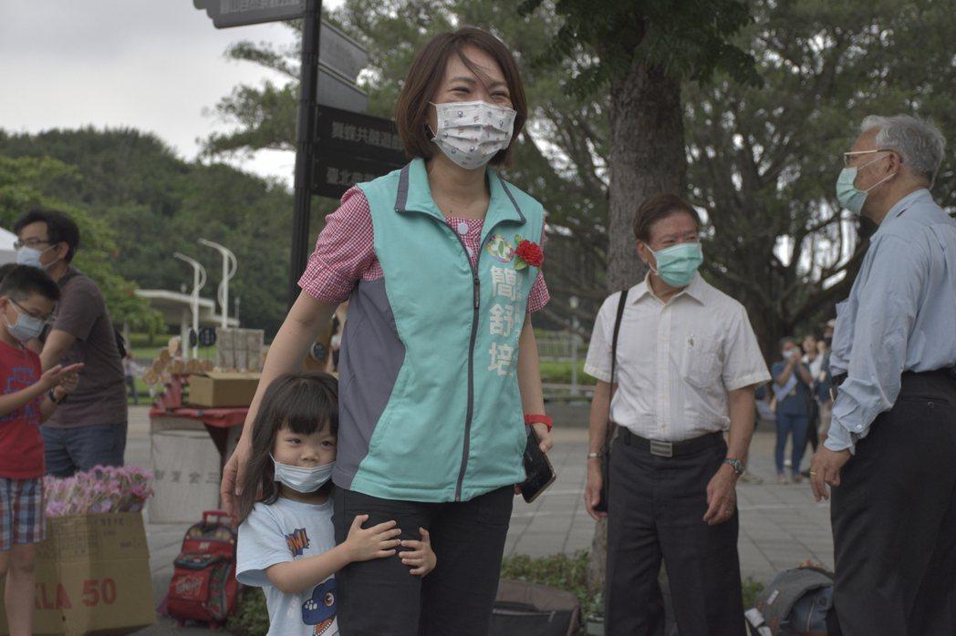 台北是議員簡舒培與女兒互動親密。記者鍾維軒/攝影