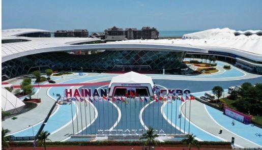 首屆中國國際消費品博覽會聯合發佈《海南自貿港旅遊零售市場白皮書》。取自中新網