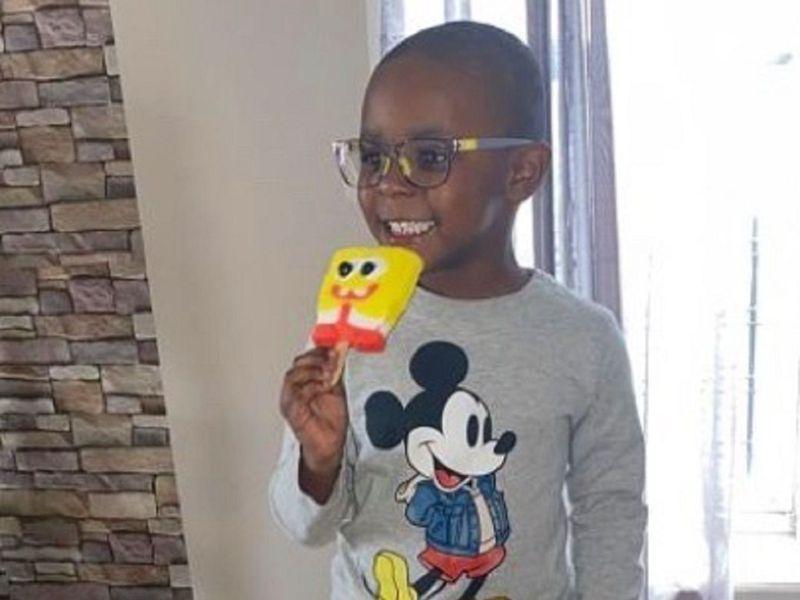 美國紐約市布魯克林的4歲男孩諾亞在媽媽珍妮佛不知情的狀況下,成功網購數百根海綿寶寶冰棒,但一家人根本無力支付7萬多台幣的帳單,還好廣大網友透過眾募平台伸出援手,讓整起事件得以歡喜收場。畫面翻攝:IG/katieschlossny